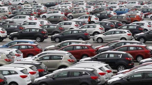 parking usine de voitures